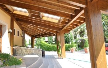 Veranda con tetto a padiglione